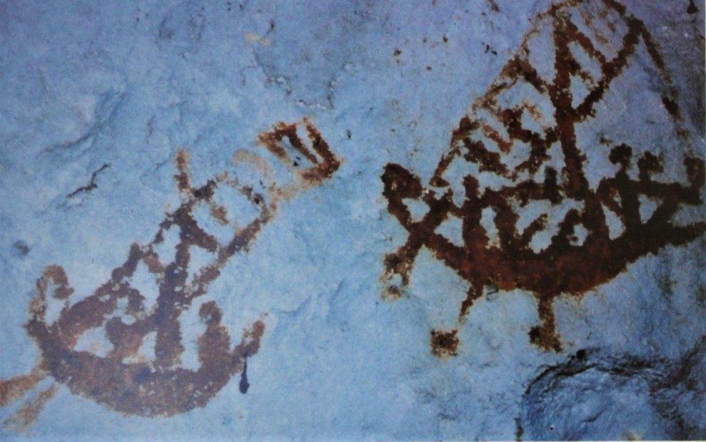 Lukisan prasejarah di Gua Sulawesi: Orang sedang berlayar di laut. .Seni Rupa Indonesia dalam Masa Prasejarah, Soedarso Sp.