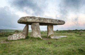 contoh dolmen prasejarah