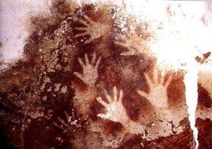 Contoh seni rupa prasejarah Stensil/Cap tangan di gua sulawesi