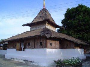 masjid wapaue, salah satu masjid tertua di Indonesia